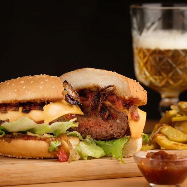 beef-burger-pancetta-cheddar