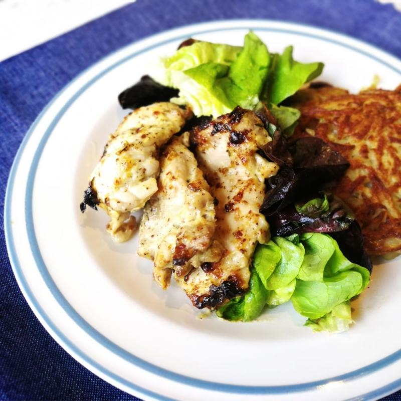 Пиле с дижонска горчица, картофени рьощи и свежа салата
